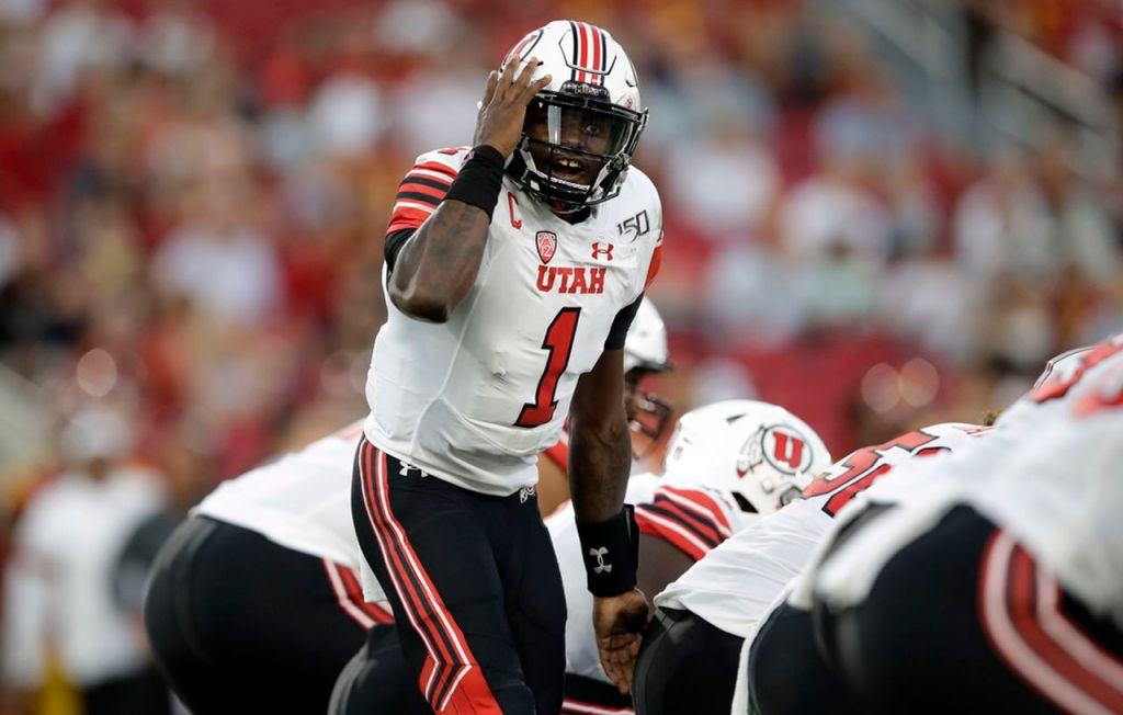 Tyler Huntley calls a play during a Utah Utes game